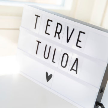 Vuokra-asunnon sisustukseen sopii esimerkiksi Tervetuloa-taulu tai -kyltti, joka toivottaa niin vieraat kuin asunnon vuokralaisetkin tervetulleiksi.