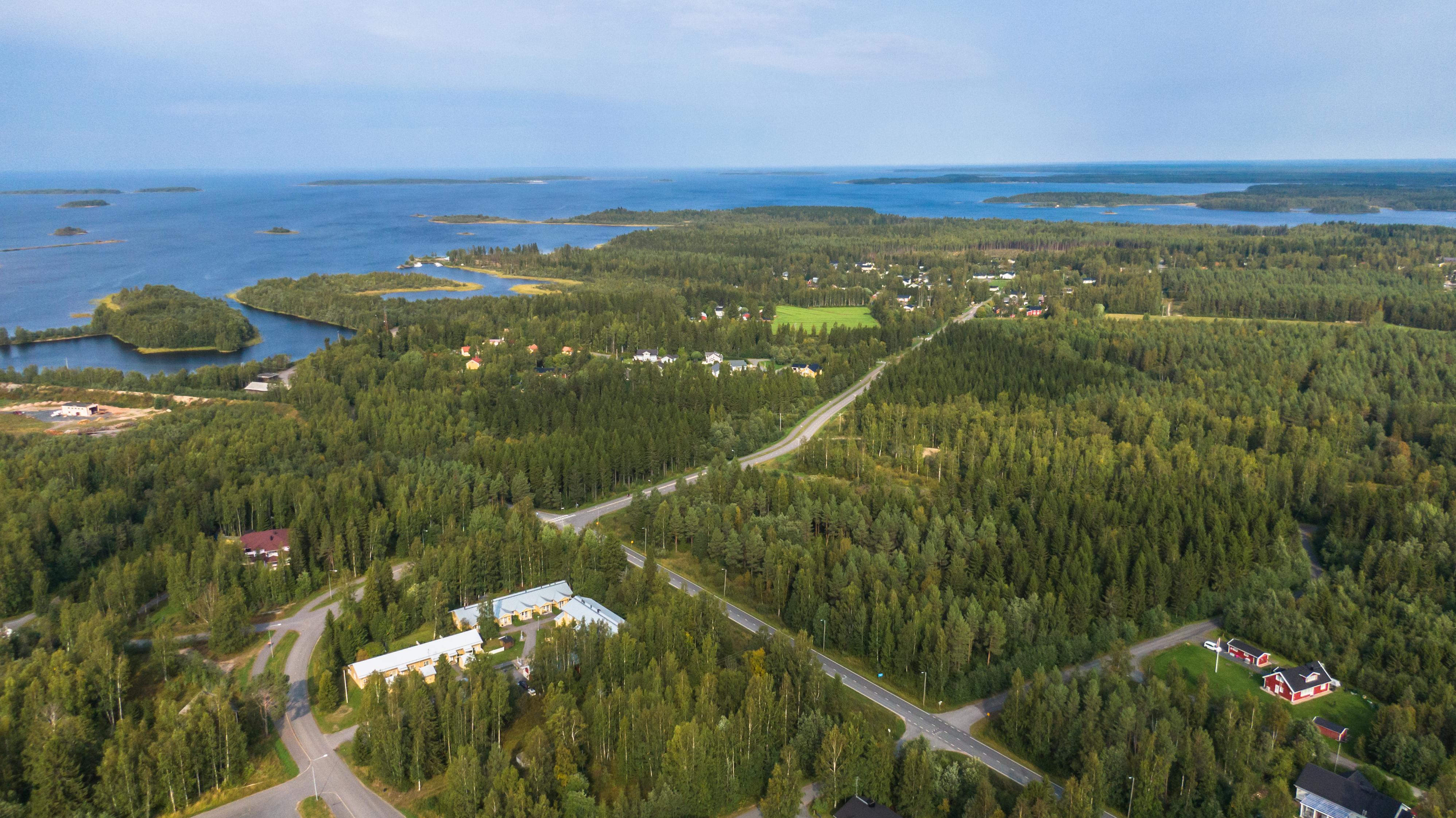 Martinniemestä otettu ilmakuva. Martinniemi on perinteikäs asuinalue Haukiputaalla, joka tarjoaa monipuoliset asumismahdollisuudet ja hyvät kulkuyhteydet.